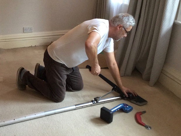 Carpet power stretching in Herts